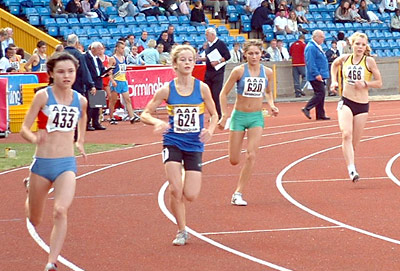 Lucy McLoughlin in the 800m